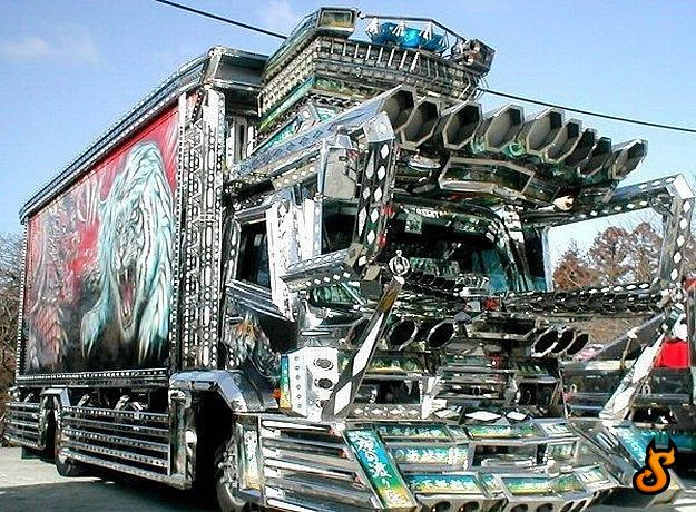 Pakistani Truck decked out in chrome and paint