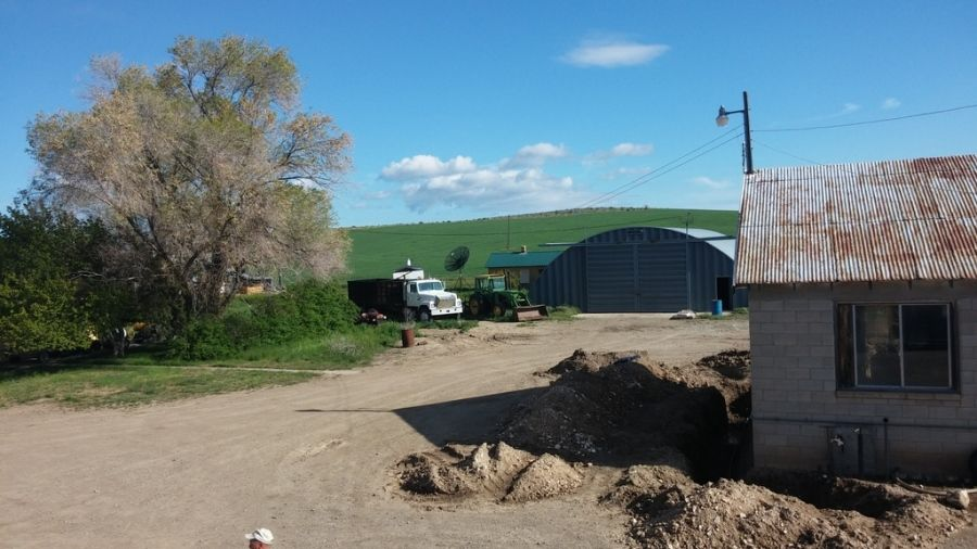 flatbed driver's pictures of farm in the middle of nowhere in Idaho