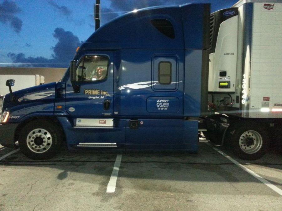 Prime Inc Transport full size blue freightliner