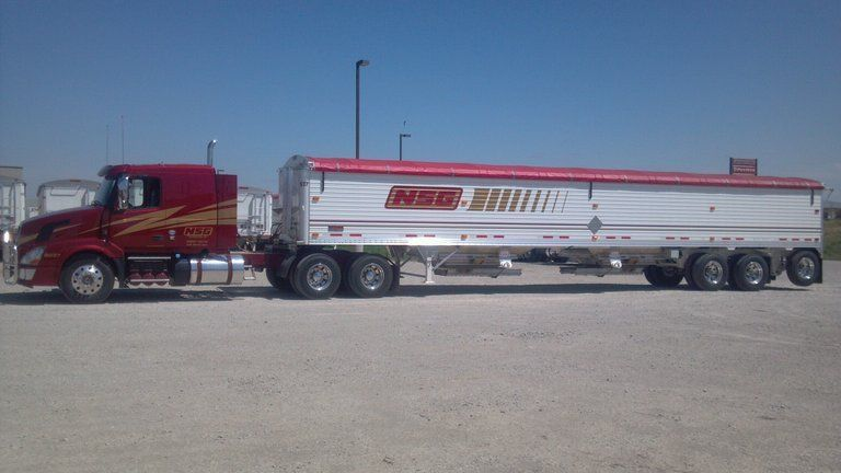 NSG 2014 Volvo truck covered wagon tractor-trailer