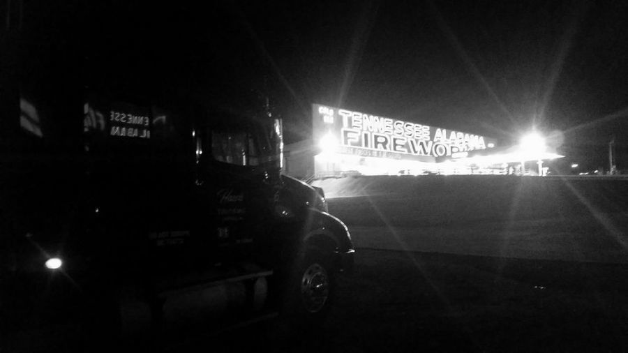 picture of a fireworks store at night in Tennessee
